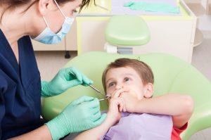 niños en el dentista